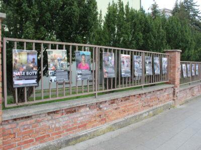 Výstavy na plotě